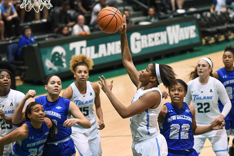 Tulane's women's basketball team during a game