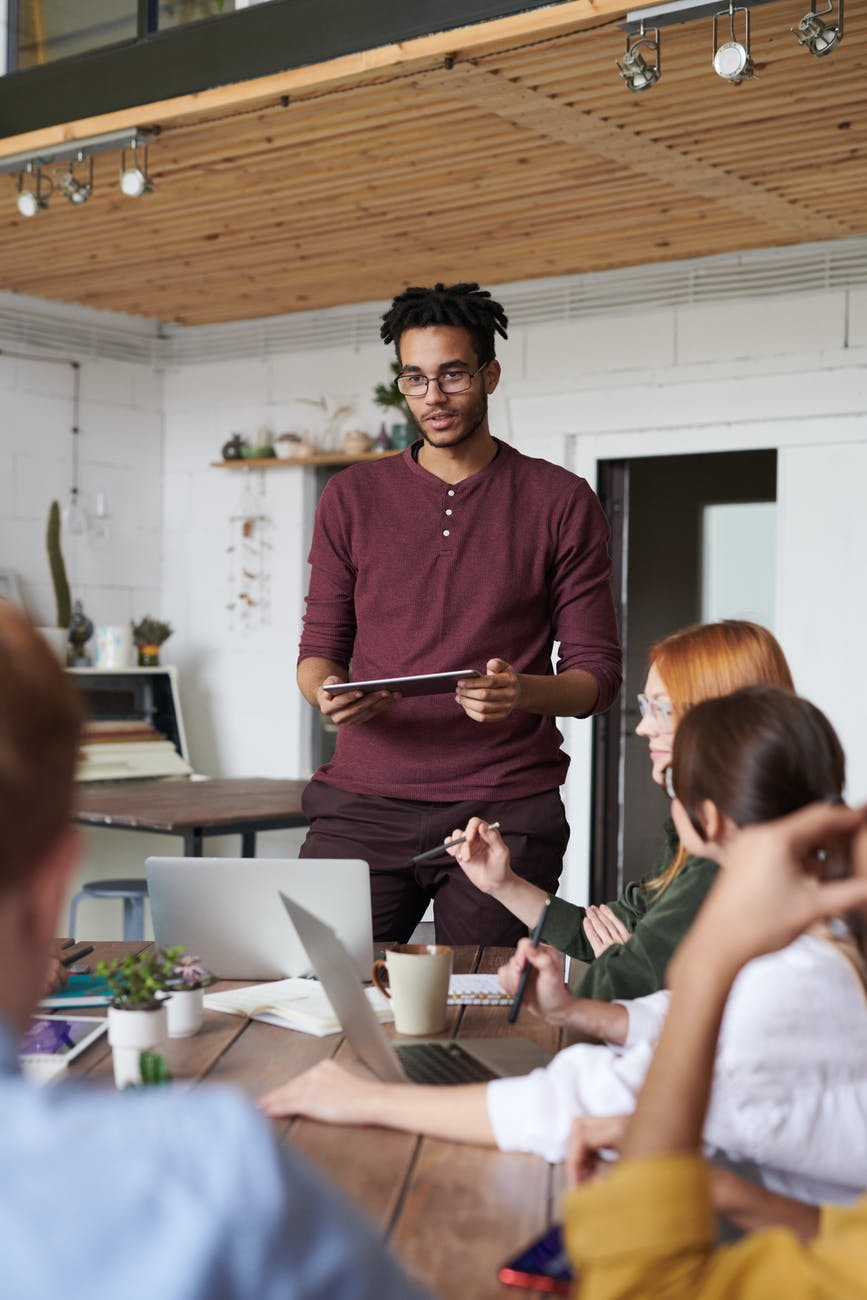 A man leading a meeting of digital marketers