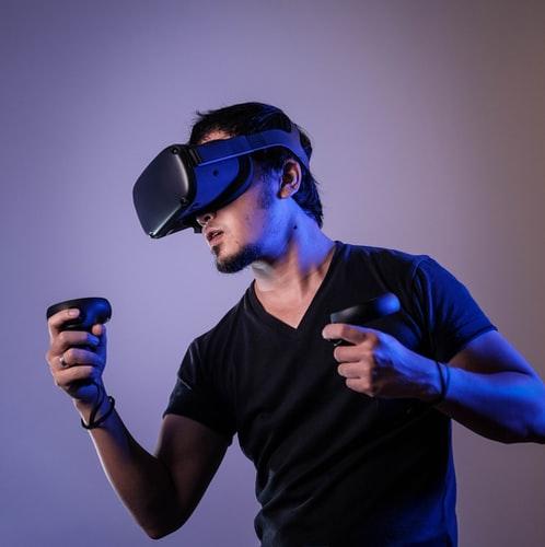 Man using VR set - Tulane School of Professional Advancement